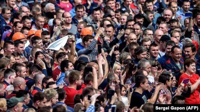 В Минске многотысячные колонны протестующих дошли до Дома правительства
