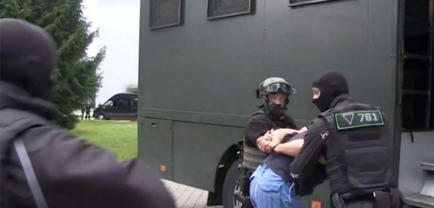 Гордон: Лукашенко намерен выдать бойцов ЧВК России и Украине