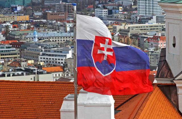 Словакия высылает трех российских дипломатов, подозреваемых в шпионаже