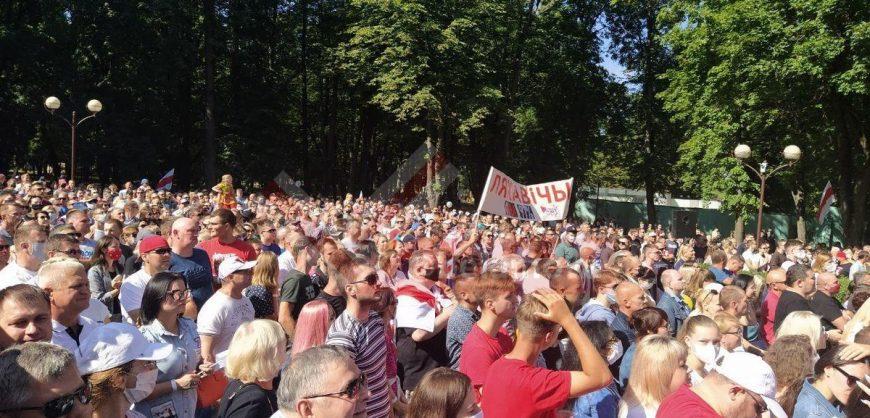 В Белоруссии митинги в поддержку соперницы Лукашенко собирают тысячи людей