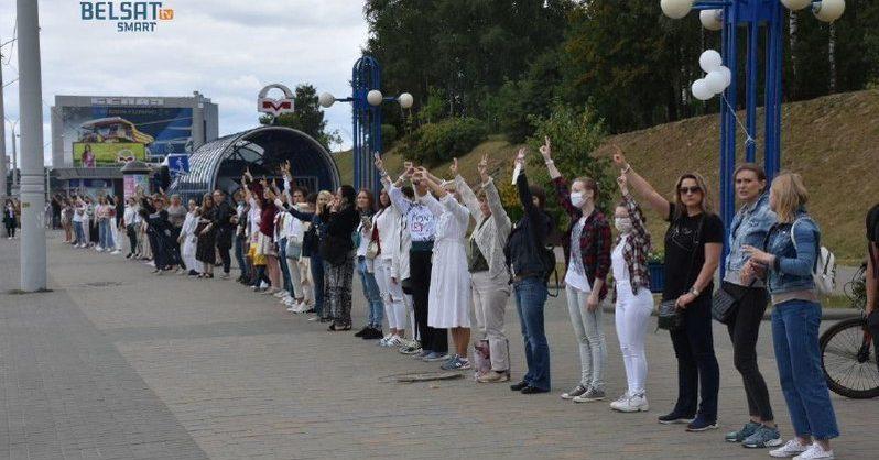 Белорусы выстроились в «цепи солидарности» против Лукашенко