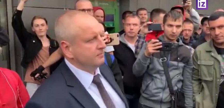 Мэр Жодино пообещал вывести из города ОМОН и встретиться с горожанами вечером на акции протеста