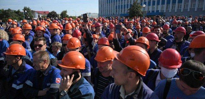 Рабочие множества белорусских заводов и предприятий вышли на забастовки