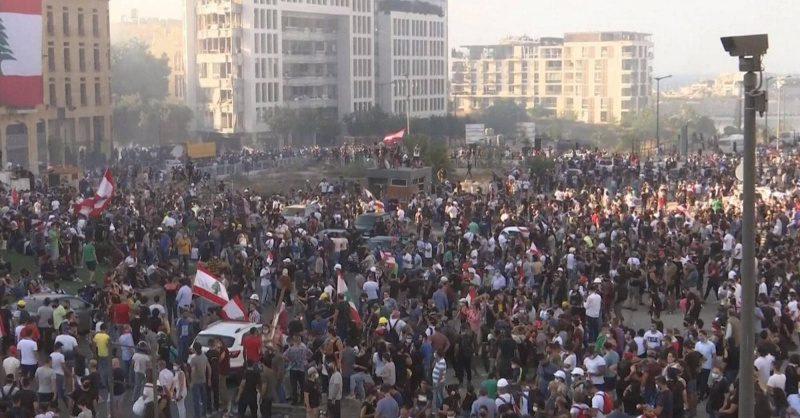 Участники антиправительственных митингов в Бейруте ворвались в здание МИД