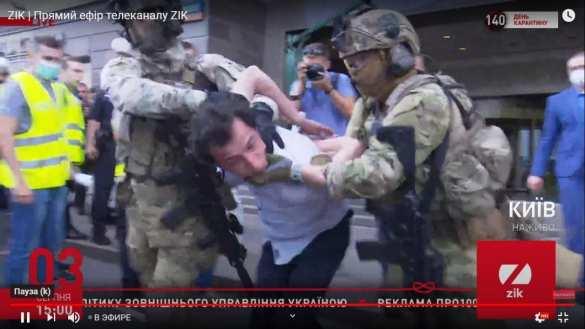 В Киеве спецназ обезвредил узбека, захватившего отделение банка и заложницу