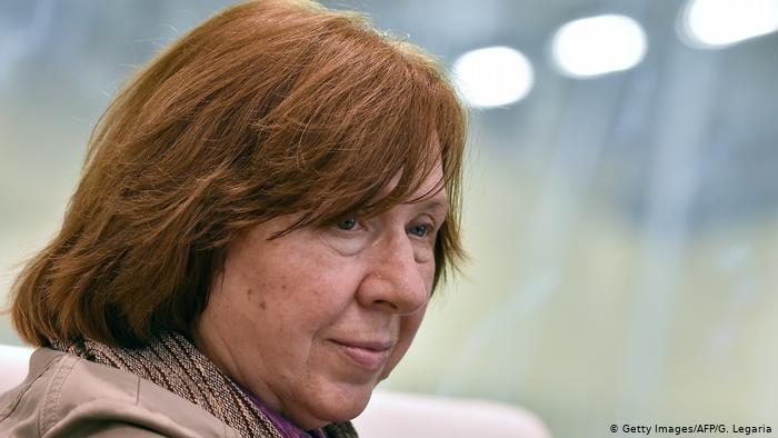 Светлана Алексиевичуехала из Белоруссии в Германию