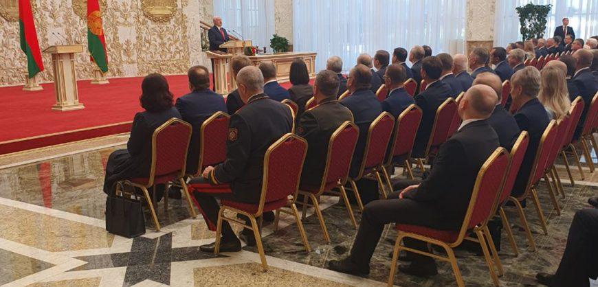 Лукашенко официально вступил в должность президента на закрытой церемонии