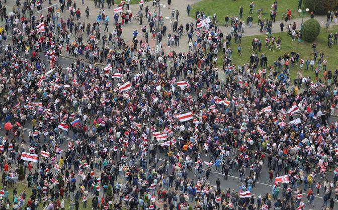 В акции протеста в Минске участвуют более 100 тысяч человек