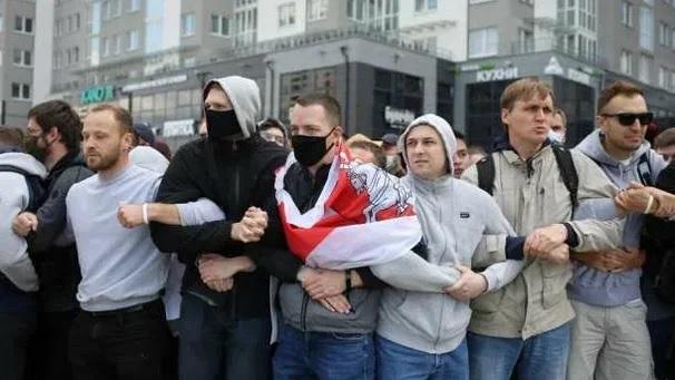В Бресте силовики применили против протестующих перцовый газ