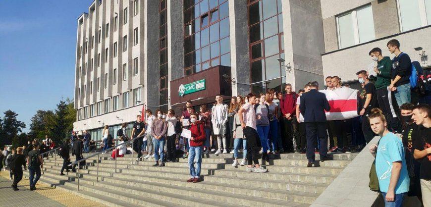 Белорусы собираются на акции протеста в день тайной инаугурации Лукашенко