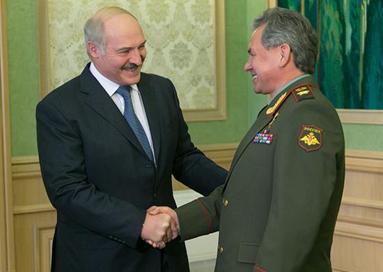 Шойгу прибыл в Минск на фоне протестов в Белоруссии