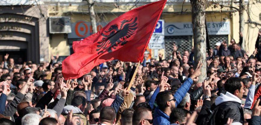 Тирана против тиранов