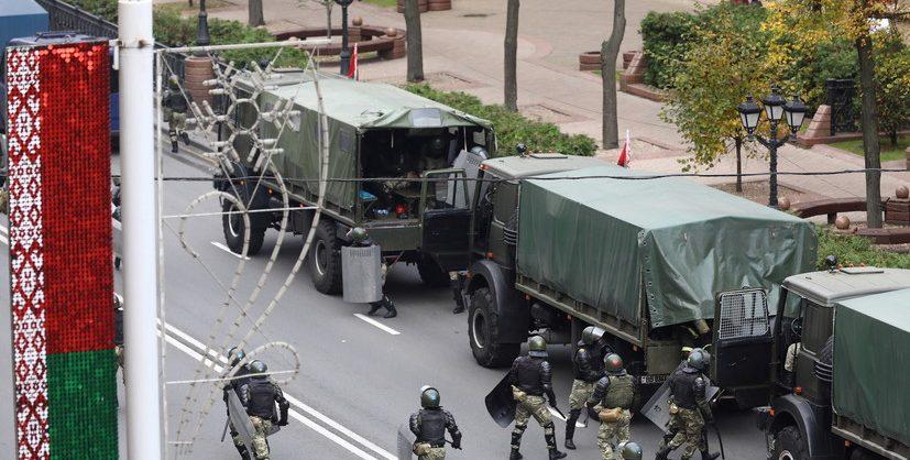 В Лиде силовики применили против протестующих слезоточивый газ