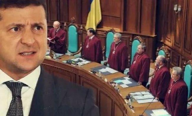 Зеленский потребовал распустить нынешний состав Конституционного суда