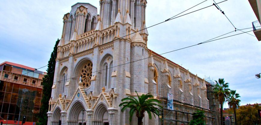 В Ницце неизвестный напал с ножом на людей у церкви Нотр-Дам, трое убиты