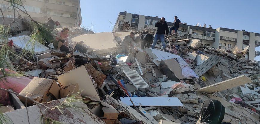 Мощное землетрясение в Турции: погибли четыре человека, разрушены более 20 зданий