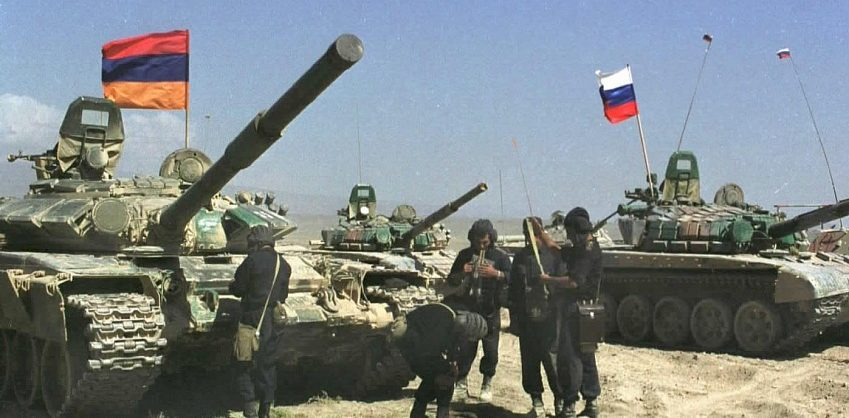 Алиев обвинил Россию в поставках оружия Армении