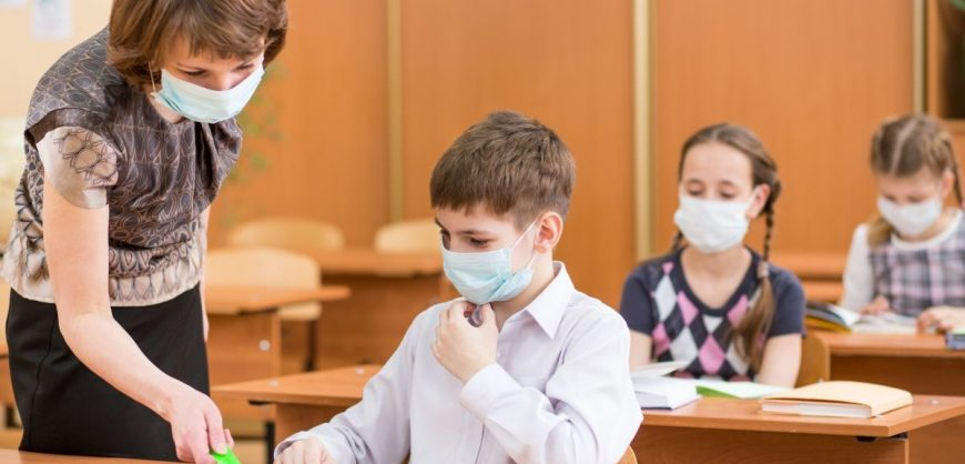 В Минпросвещения опровергли перевод школ на дистанционный режим