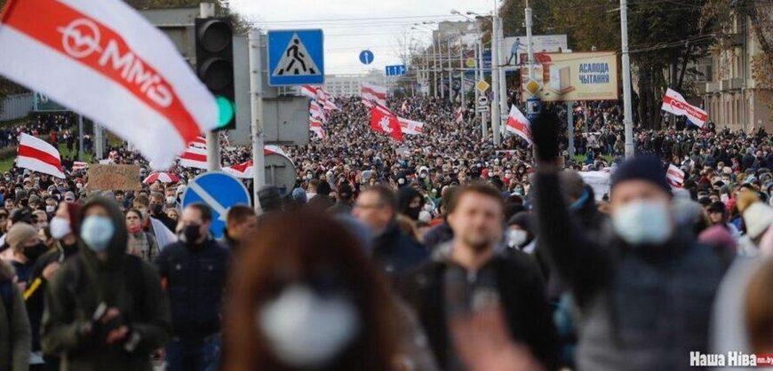 В Минске силовики применили спецсредства для разгона многотысячного марша протеста, начались задержания