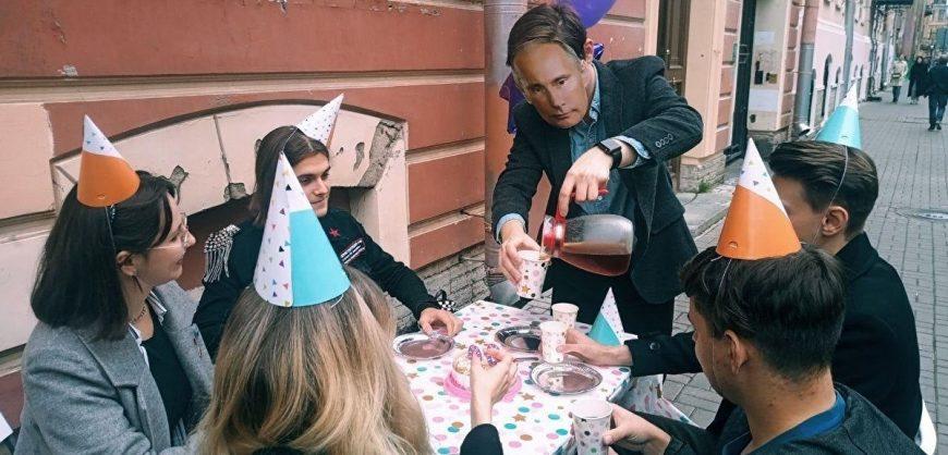 На активиста движения «Весна» составлены протоколы за «чаепитие» в день рождения Путина