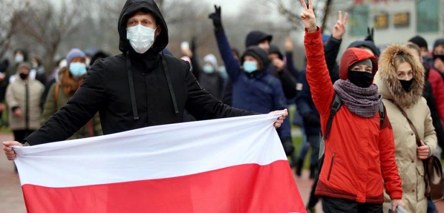 В Минске на акции протеста против Лукашенкосиловики применили слезоточивый газ, задержаны более 100 человек