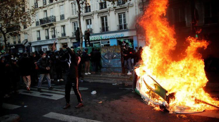 В Париже на акции протеста против закона «О глобальной безопасности» начались беспорядки