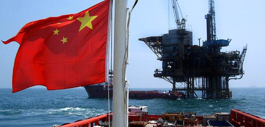 Китай становится крупнейшим в мире переработчиком нефти, вытесняя США