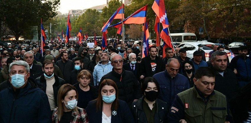 В Ереване проходит многотысячный митинг с требованием отставки Пашиняна
