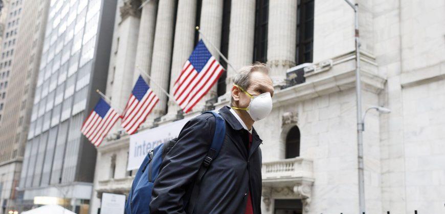 В США одобрена помощь экономике на $892 млрд; большинство американцев получат еще по $600