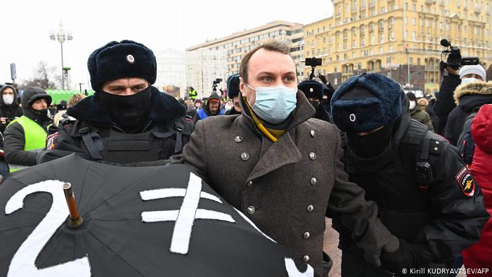 «ОВД-Инфо»: на акциях в поддержку Алексея Навального задержано около 330 человек