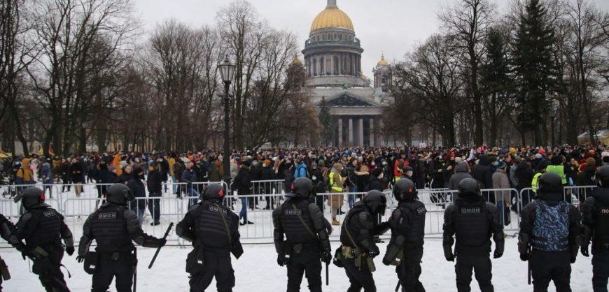 В Петербурге силовики перекрыли подступы к Сенатской площади перед акцией за Навального