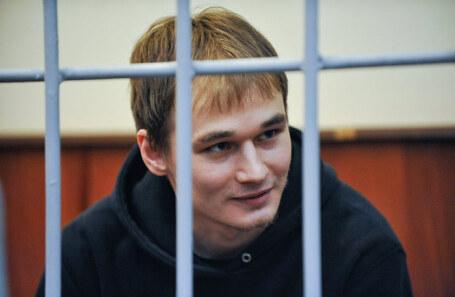 Аспиранта МГУ Азата Мифтахова приговорили к 6 годам колонии по обвинению в поджоге офиса «Единой России»