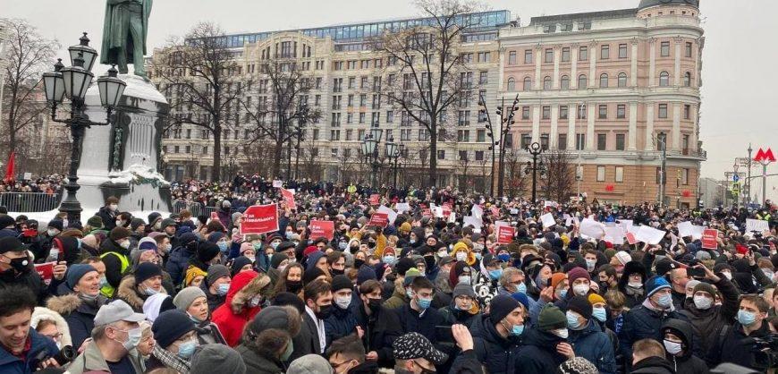 Reuters:в акции протеста в Москве участвуют не менее 40 тысяч человек