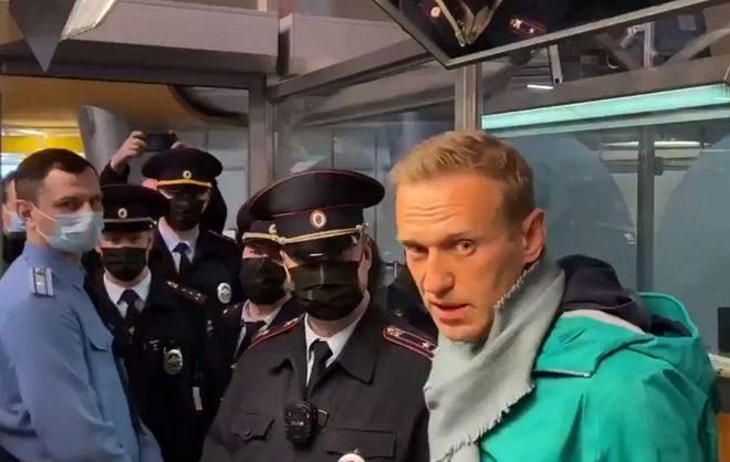 Страны Балтии призвали немедленно освободить Навального