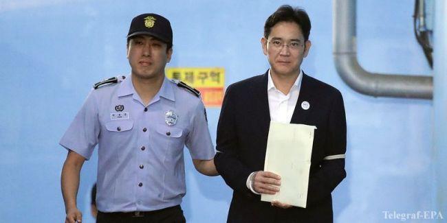 Вице-президент Samsung приговорён к 2,5 годам тюрьмы за коррупцию
