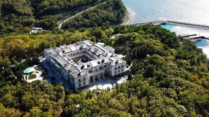 Песков: Дворец принадлежит «предпринимателям». Разглашать их имена «некорректно»