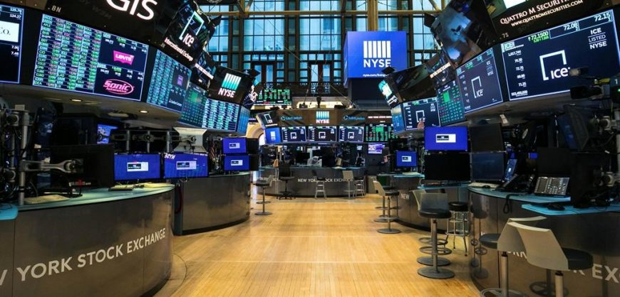 Нью-Йоркская биржа решила пока не снимать с торгов акции китайских компаний, попавших под санкции Трампа