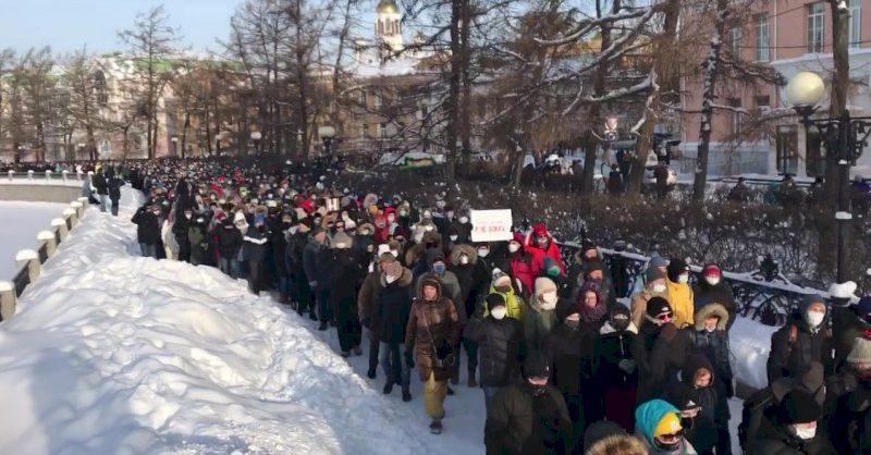 Ройзман: в Екатеринбурге на акцию в поддержку Навального вышли порядка 10 тысяч человек