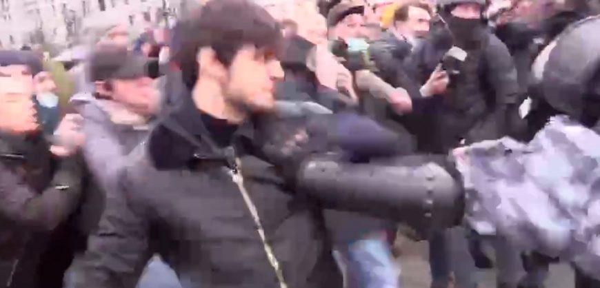 Задержан чеченец, подравшийся с ОМОНом на митинге в Москве